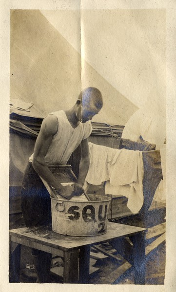 Washing Clothes (03433)