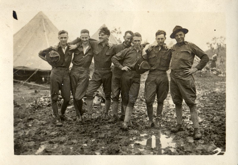 Muddy Musketeers  (03387)