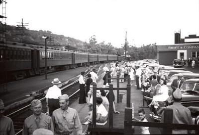 At the Train (00753)