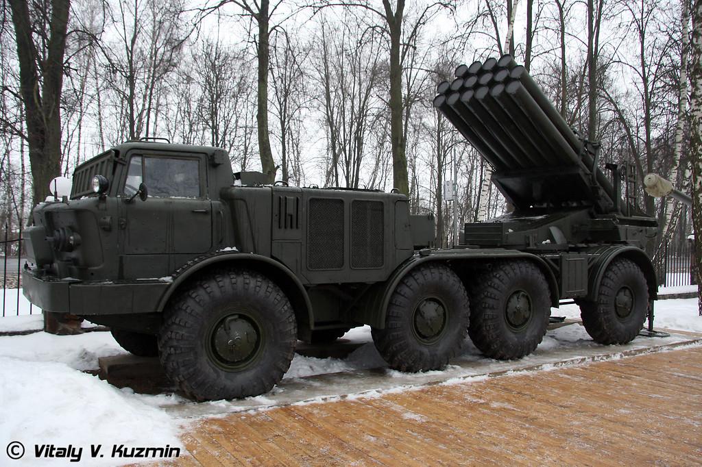 БМ-27 Ураган на базе ЗИЛ-135ЛМ (BM-27 Uragan on ZiL-135LM chassis)