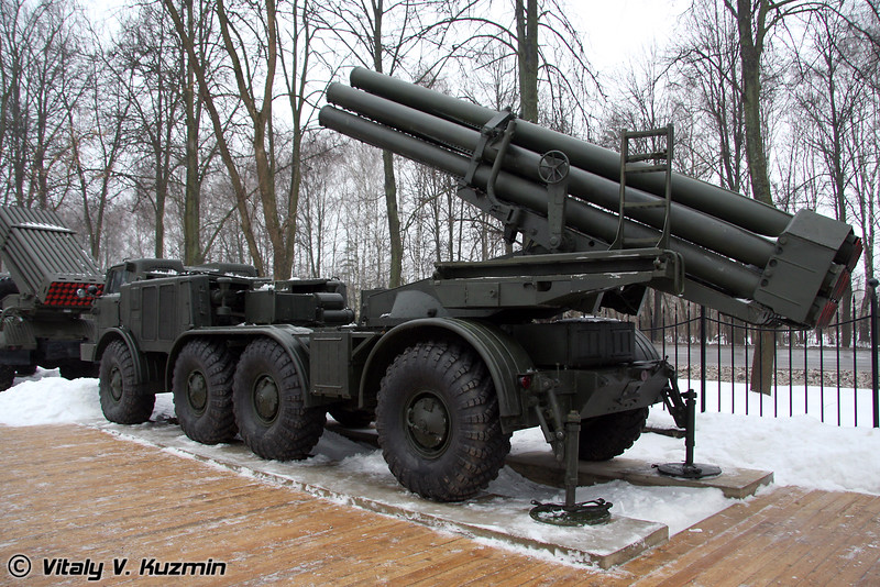 БМ-27 Ураган на базе ЗИЛ-135ЛМ (BM-27 Uragan on ZiL-135LM chassis)