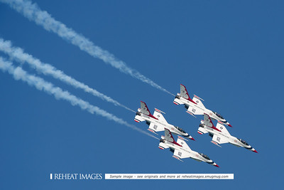 USAF Thunderbirds display team in Townsville at Australian Defence Force Air show 2009.