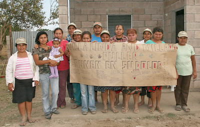 09 03-12 Fuller Center Homeowners in El Salvador send condolences to Linda Fuller. ev