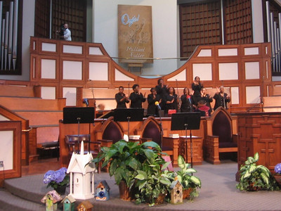 Choir of Ebenezer Baptist Church sings. Fabricio