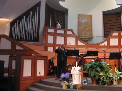 "Carolyn Evans of Ebenezer Baptist Church sings one verse of ""Amazing Grace.""   Fabricio"