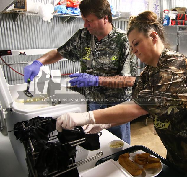 Gary Bagsby and Cheri Pregler prepare a to go order.