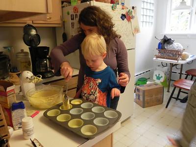 Lining the cupcake pan