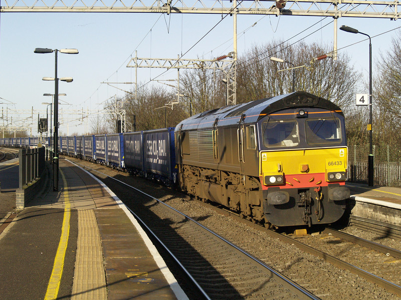66433 heads 4L48 Daventry - Tilbury Tesco train through Wolverton on 02/01/12