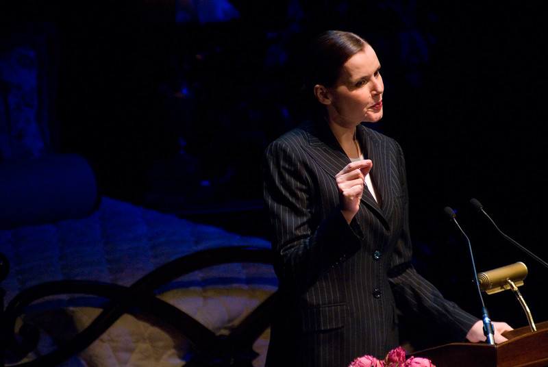 Photo of Geena Davis from the Smart Talk Women's Lecture Series held at the Marcus Center for Performing Arts in Milwaukee. Photo taken June 5, 2007.  Photo by Christopher O. Bluhm.