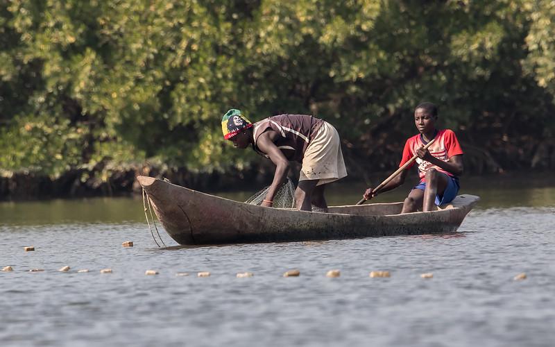 Fiskergutter<br /> Kartong, Gambia 25.1.2016<br /> Canon Mark II + Tamron 150 - 600 mm 5,0 - 6,3