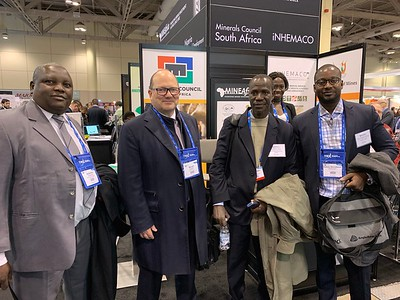 Niger's Adamou Ousmane,  Hama Siddo Abdou & Sekou Aboubacr Hassoumi with SRG Graphite's Benoit Lasalle (2nd from left)