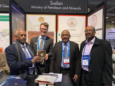 Sudan's Dr. Mohamed Abu Fatima, Elsadig Ibrahim & Nasr Eldin Elhussein (Ariab Mining Co) & Wayne Floreani