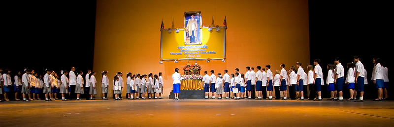 Children from Varee Chiang Mai School perform at theie annual school show at the Kad Threatre