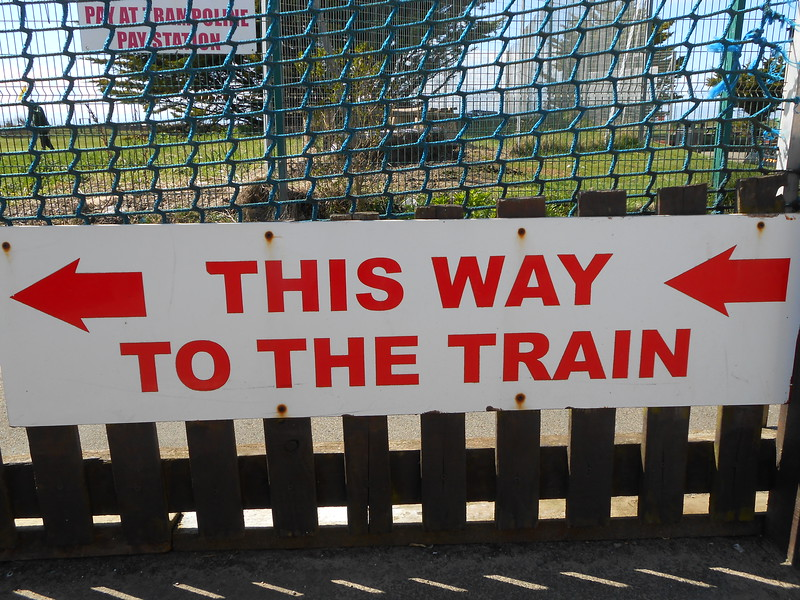 Sign on pathway down to Platform