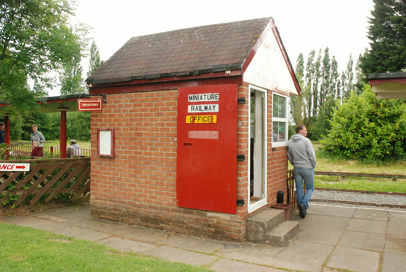 Ticket office / signal box of the railway