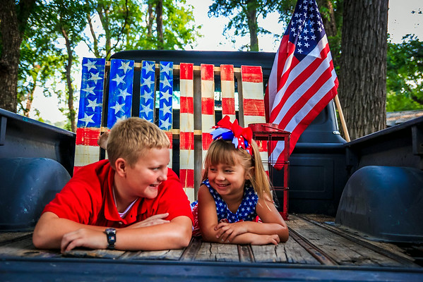 {Allison & Joshua 4th of July Mini}