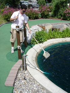 Lumberjack Mini golf - Mark retrieves his ball