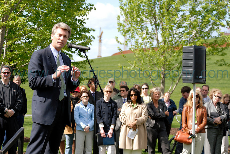 "<font size=""2"" face=""Verdana"" font color=""#5CB3FF"">Minneapolis Mayor R.T. Rybak speaking at the opening ceromony of the park.</font>"