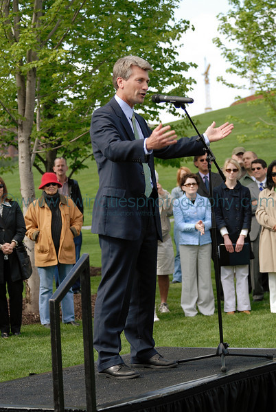 """<font size=""""2"""" face=""""Verdana"""" font color=""""#5CB3FF"""">Minneapolis Mayor R.T. Rybak speaking at the opening ceromony of the park.</font>"""