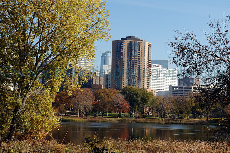 "<font size=""3"" face=""Verdana"" font color=""white"">Loring Park</font> <font size=""3"" face=""Verdana"" font color=""#5CB3FF"">View of Loring Pond with downtown Minneapolis in the background.  October 2005</font> <br> <font size = ""1"" font color = ""gray"">Click on photo to see larger size.</font>"