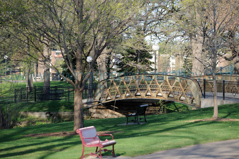 """<font size=""""4"""" face=""""Verdana"""" font color=""""white"""">Loring Park - Minneapolis</font><p> <font size=""""2"""" face=""""Verdana"""" font color=""""turquoise"""">Photos of Loring Park on the morning of April 18, 2010.</font><p> <font size = """"2"""" font color = """"gray""""><br> TIP: Click the photo above to display a larger size</font>"""