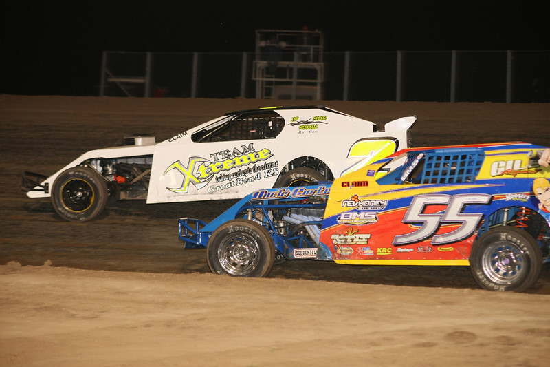 Lariviere holds off Tyler Frye for the feature win