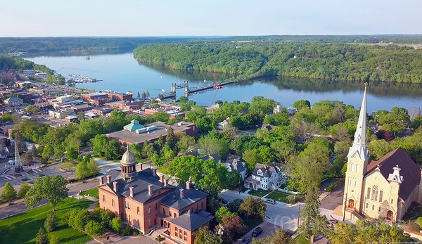 Welcome to a spring evening in Stillwater along St. Croix River
