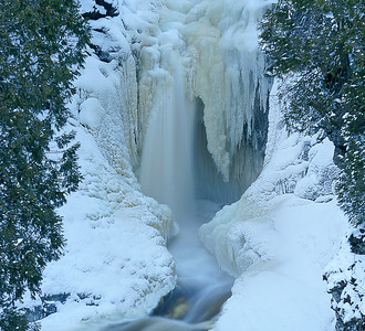 Cascade RIver Winter 2