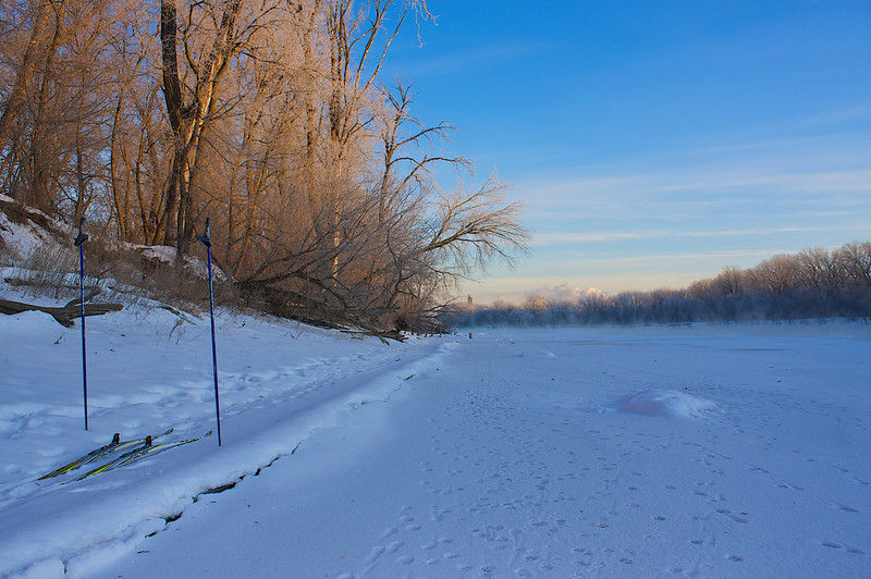 A sunrise ski ...along the eastern bank of the mighty Mississippi River below 0 F ... and loving it.