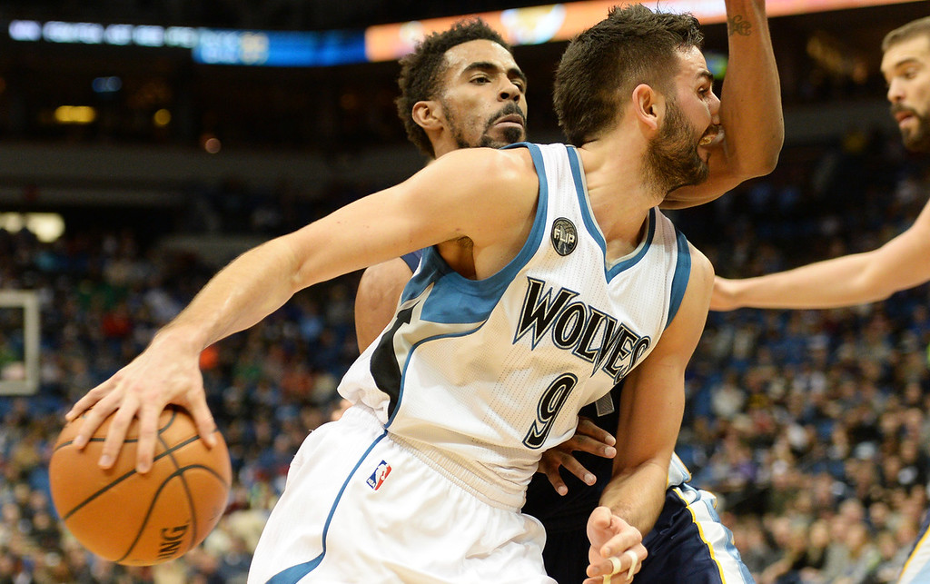 . Minnesota Timberwolves guard Ricky Rubio gets and arm in the face courtesy of Memphis Grizzlies guard Mike Conley in the third quarter at the Target Center on Saturday, January 23, 2016. The Timberwolves beat the Memphis Grizzlies, 106-101. (Pioneer Press: John Autey)
