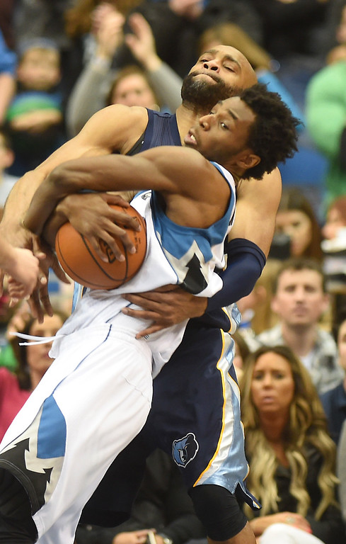 . Minnesota Timberwolves guard Andrew Wiggins fights off Memphis Grizzlies guard Vince Carter for the rebound in the fourth quarter at the Target Center on Saturday, January 23, 2016. The Timberwolves beat the Memphis Grizzlies, 106-101. (Pioneer Press: John Autey)