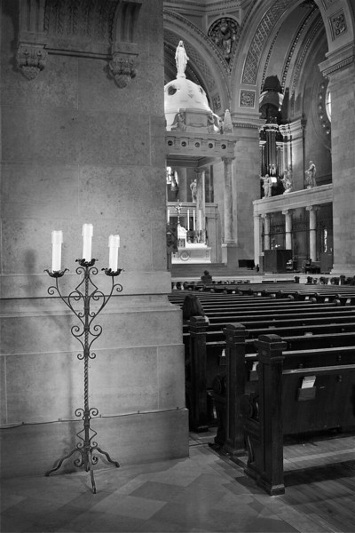 <font size=+2>Lighting the Nave</font>  Basilica of St. Mary Minneapolis, Minnesota <font size=-2>(2-16181)</font>