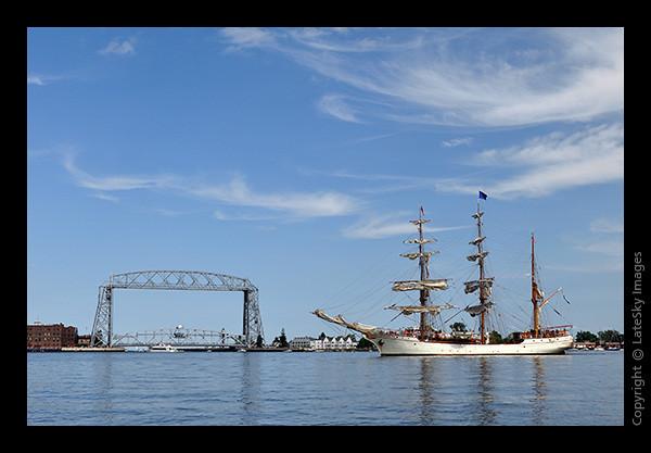 1082 Barque Europa & Lift Bridge