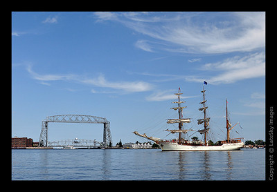 1082 Barque Europa & Lift Bridge