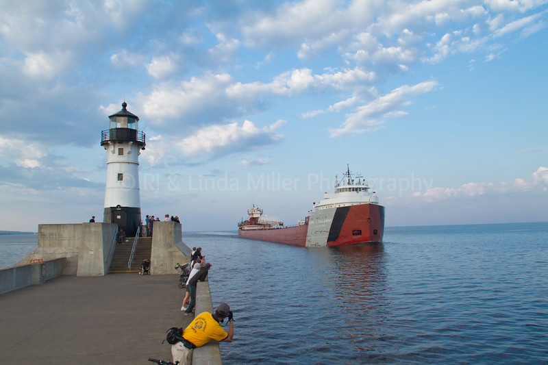 St. Louis, MN, Lake Superior Pierhead Light, Duluth, Cason J. Callaway Freighter