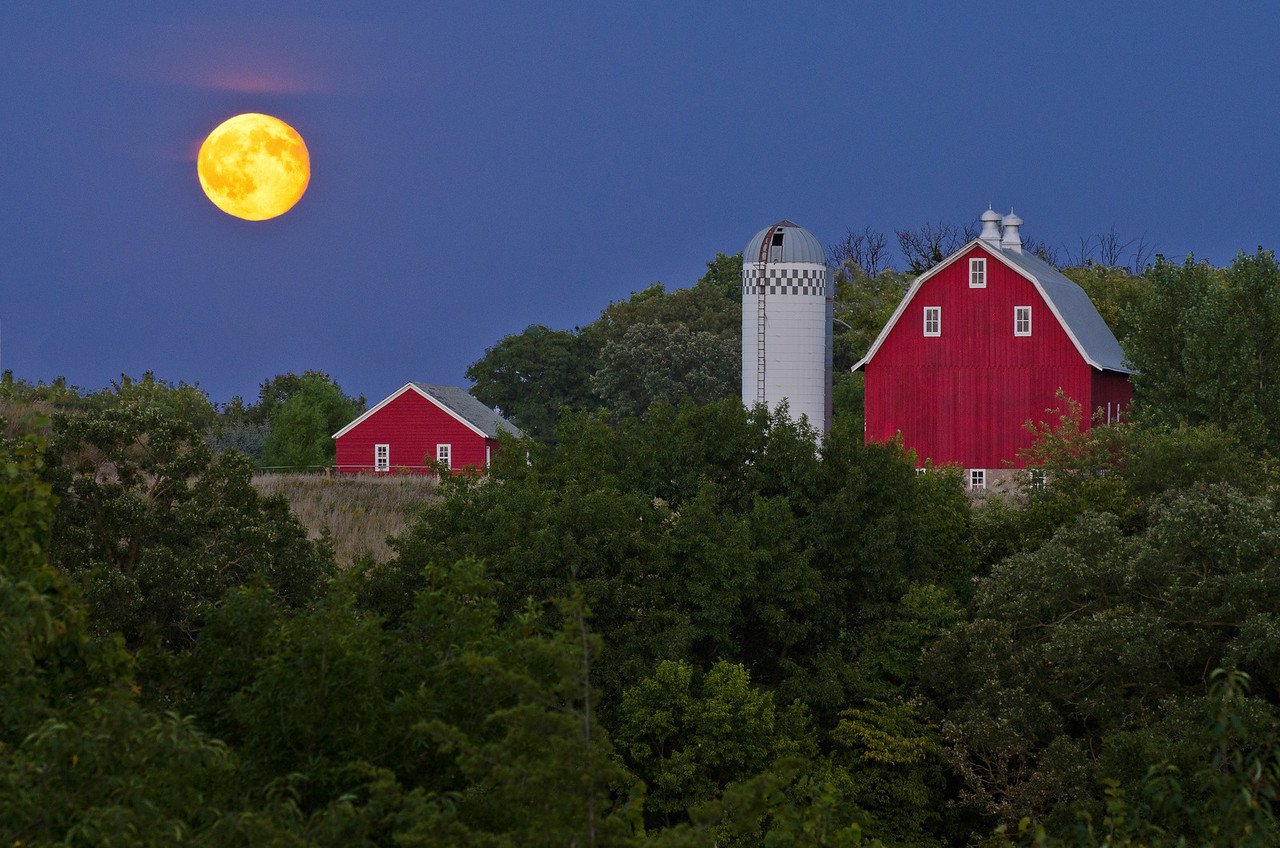 The 2011 Harvest Moon and the Arboretum Red Barn---Arb-5062