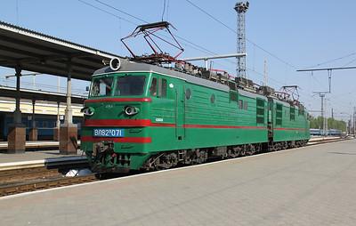 VL82 071 at Kharkov Pass Station on 2nd May 2010 (5)