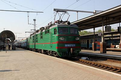 VL82 071 at Kharkov Pass Station on 2nd May 2010 (3)