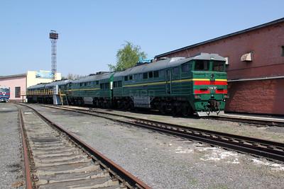 2TE116 1212 at Kharkov Osnova Depot on 2nd May 2010 (2)