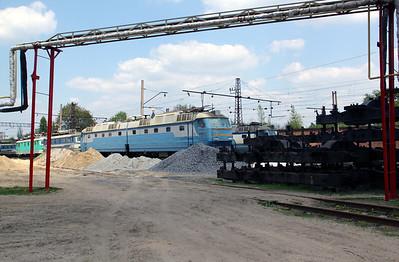 ChS7 188 at Kharkov October Depot on 2nd May 2010