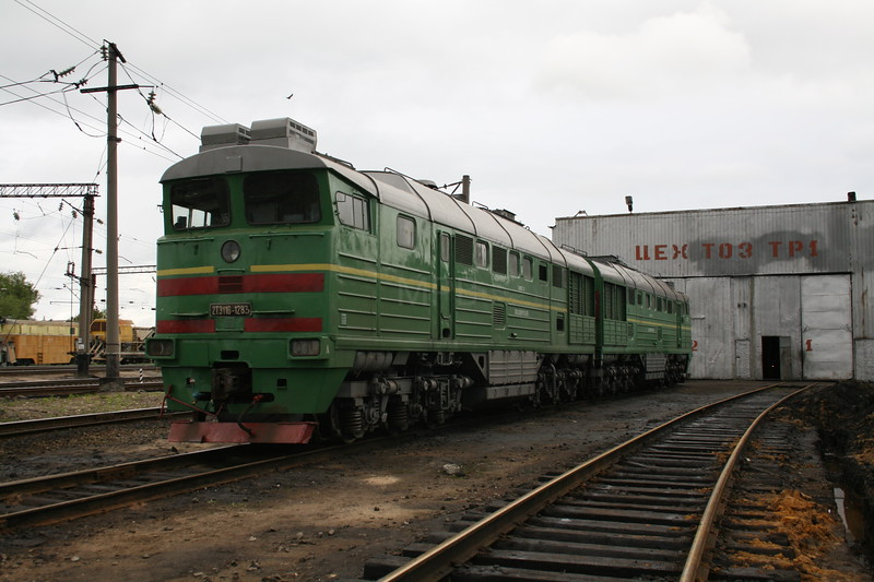 2TE116 1283 at Zhmerinka Depot on 8th May 2008 (2)