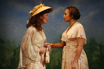 Leslie Hendrix and Opal Alladin in SUSAN AND GOD by Rachel Crothers  Photo: Richard Termine
