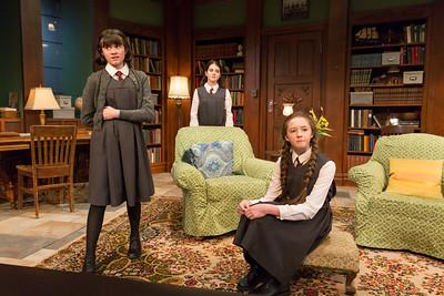 Shannon Harrington, Beatrice Tulchin, and Alexa Shae Niziak in WOMEN WITHOUT MEN by Hazel Ellis. Photo: Richard Termine.
