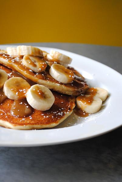 Banana Pancakes with Caramel Sauce