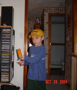 Tyler_says_Poly_want_a_Craker_10-26-2004