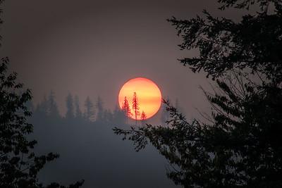 Fiery Smoky Red Sunset Closeup Sun 400mm Rattlesnake Ridge 8-22-18
