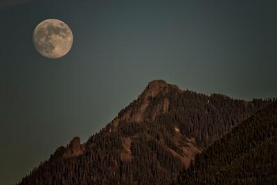 Waxing Gibbous Moon over McClellan Butte from NB WA 400mm 6-26-18