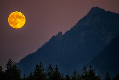 Full Moon Rising at Sunset over Mt Washington 7-26-18