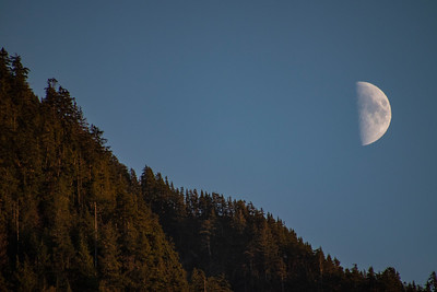 Half Moon Rising over Cascades 10-16-18