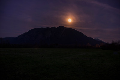 Moon Rising Over Mount Si 11-20-18